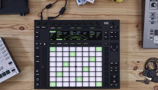 Push 2 controller for live music production and creation